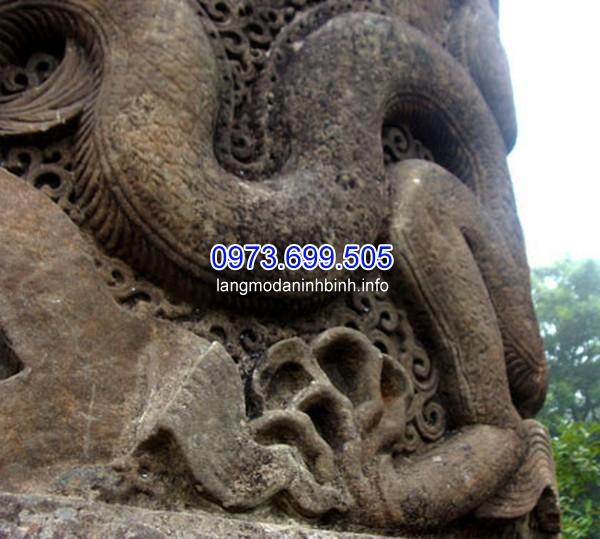 Chi tiết hoa văn trên cột đá rồng hầu như vẫn còn nguyên vẹn