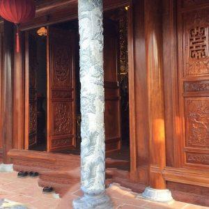 Cột đá xanh đẹp chạm khắc lân giá hợp lý thiết kế hiện đại