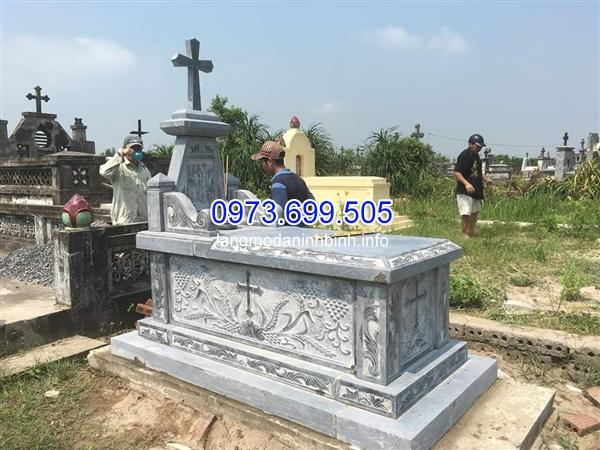 Bán mẫu mộ công giáo bằng đá xanh nguyên khối