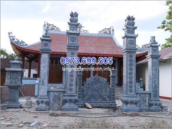 Cột đá vuông cổng nhà thờ họ