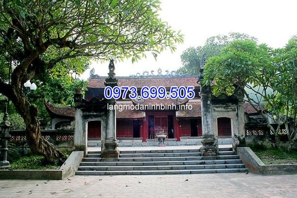 Khu di tích lịch sử đền Sóc là nơi gắn với truyền thuyết anh hùng thánh Gióng bay về trời sau khi đánh thắng giặc Ân. Khu di tích này được Vua Lê Đại Hành cho xây dựng tại khu vực núi Sóc, xã Vệ Linh, Sóc Sơn, Hà Nội và được xếp hạng di tích quốc gia năm 1962. Hiện tại, khu di tích gồm: đền Trình, đền Mẫu, chùa Non Nước, chùa Đại Bi, đền Thượng, hòn đá Trồng, tượng đài Thánh Gióng và các lăng bia đá ghi lại lịch sử và lễ hội đền Sóc.