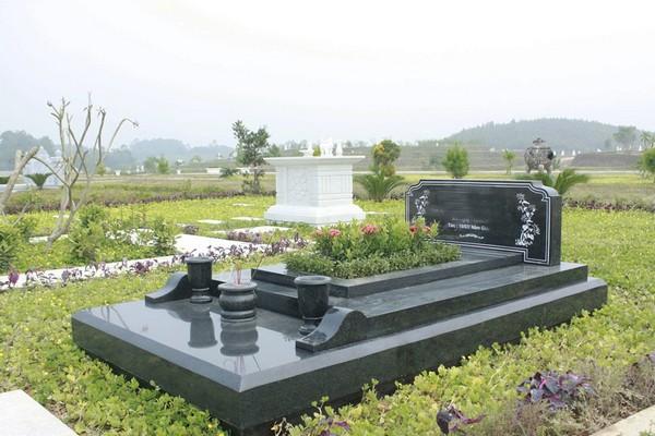 Kiểu mộ đá hoa cương đen đẹp tự nhiên