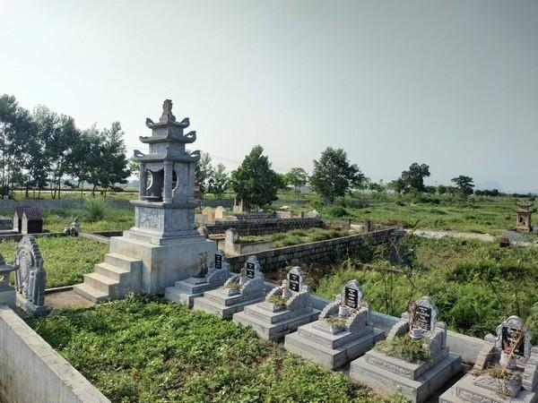 Khu lăng mộ bằng đá đẹp ở Việt Nam