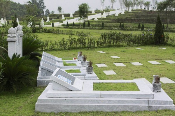 Ngôi mộ đẹp bằng đá xanh tự nhiên chất lượng cao