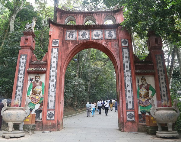 Câu đối cổng đền thờ bằng chữ Hán - Nôm