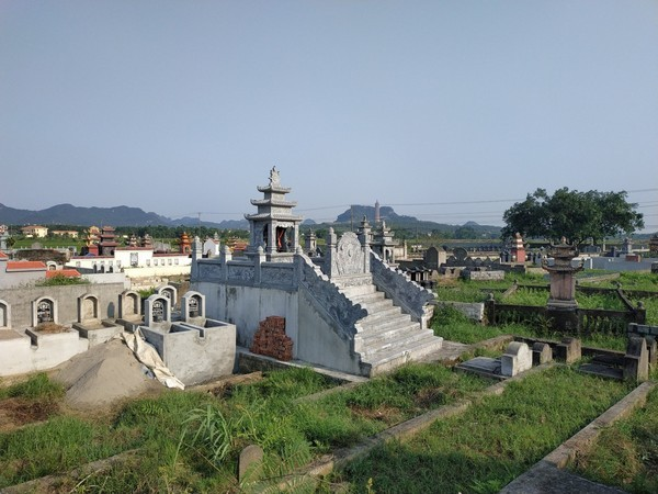 Xây lăng thờ chung của khu lăng mộ đá