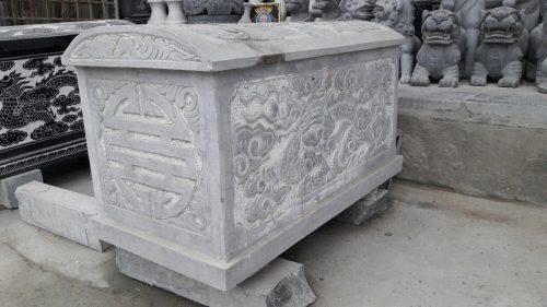 Xác định hướng mộ dựa trên hướng của hài cột đặt trong tiểu, quách