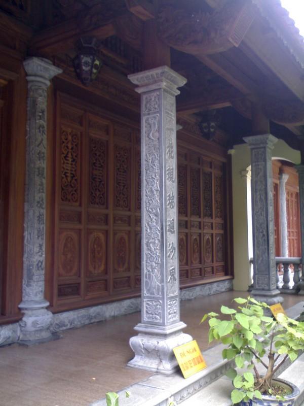 Mẫu cột đá nhà chùa hình vuông đẹp