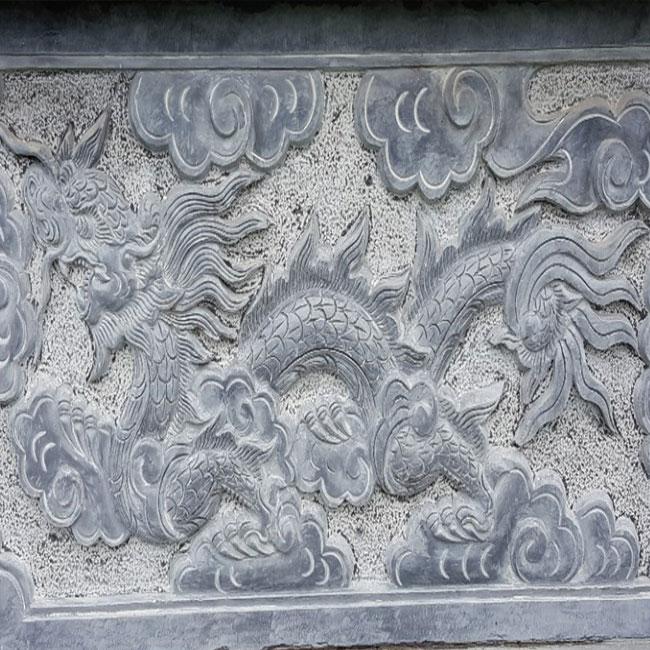 Hoa văn chạm khắc trên thành mộ