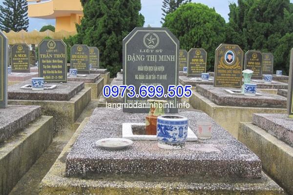 Mộ đá liệt sỹ tại nghĩa trang