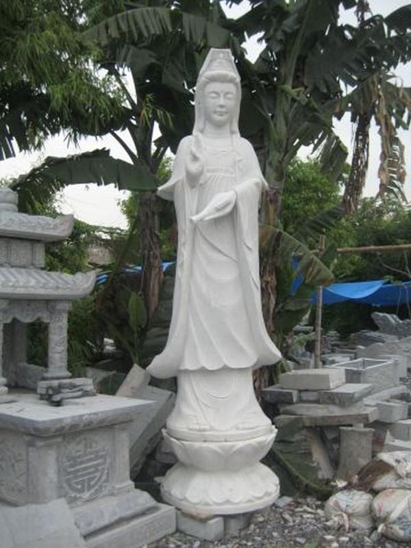 Mẫu tượng Quan Âm Bồ Tát tại xưởng chế tác đá