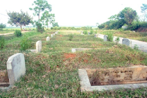 Một số nơi mộ được xây sẵn trước khi chết, nghĩa trang quy hoạch sẵn nên không thể chọn hướng, vị trí đặt mộ được