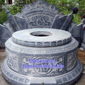 Mẫu mộ tròn bằng đá chạm khắc hoa văn tinh xảo