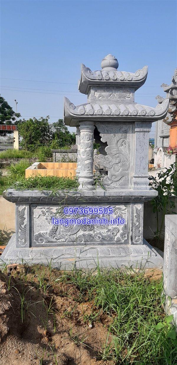 Mẫu mộ hai đao được làm từ đá xanh nguyên khối