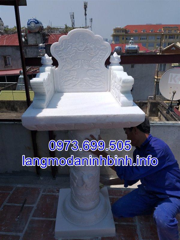 Mẫu cây hương không mái bằng đá trắng được lắp đặt tai Hà Nội