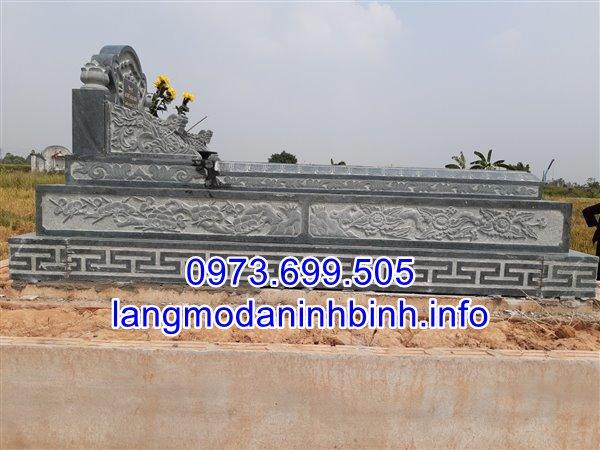 Bên hông của mộ tam cấp được chạm khắc hoa văn tinh xảo