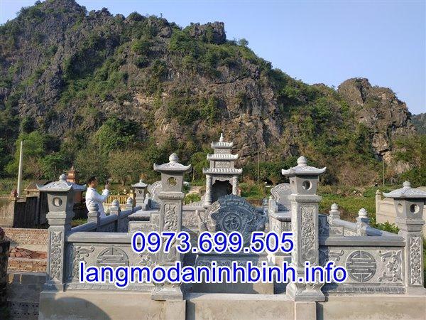 Khu lăng mộ kích thước nhỏ bằng đá xanh khối tự nhiên