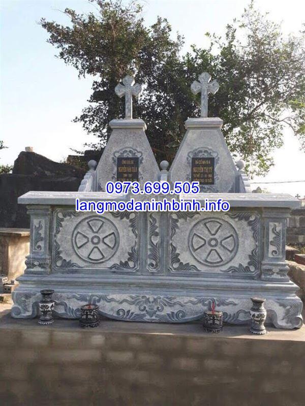 Mẫu mộ đôi công giáo đẹp để tro cốt cho ông bà bằng đá chạm khắc hoa văn tinh tế