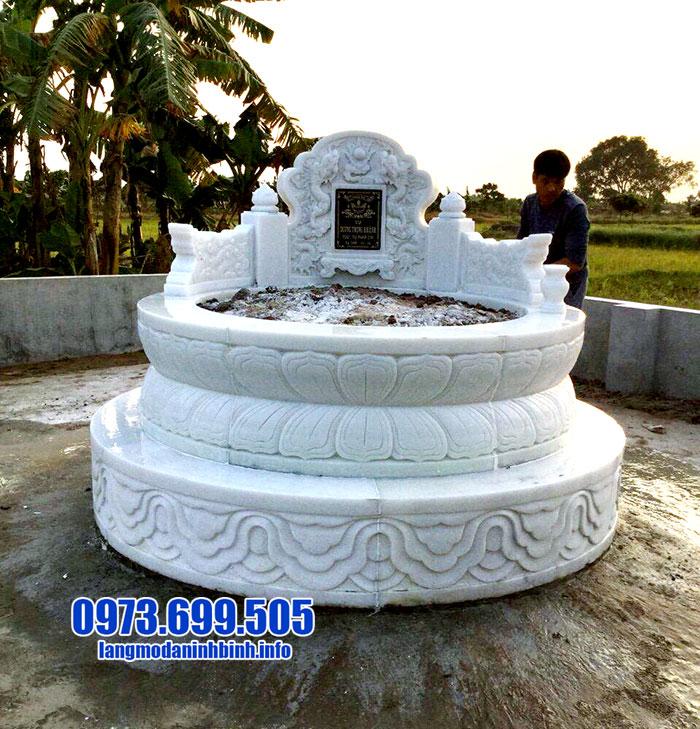 mộ tròn bằng đá trắng