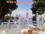 Hình ảnh lắp đặt khu lăng mộ công giáo bằng đá xanh rêu tại Nghệ An