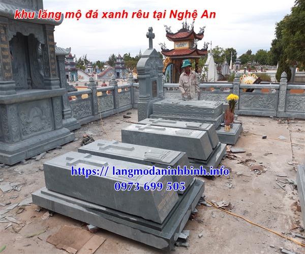 Mẫu mộ đạo thiên chúa bằng đá xanh rêu nguyên khối