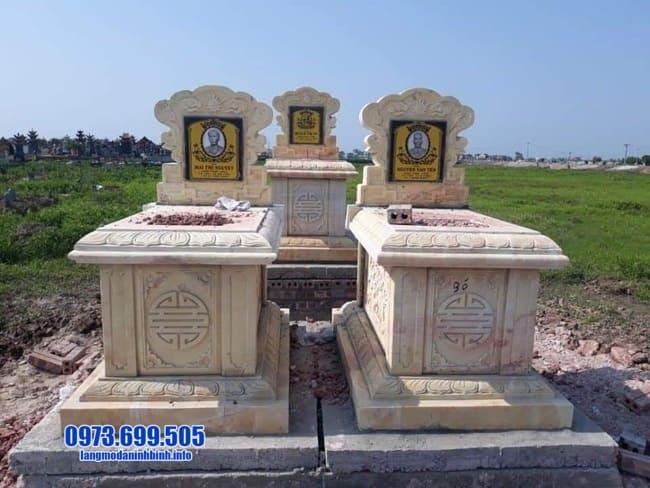 mộ được làm từ đá vàng
