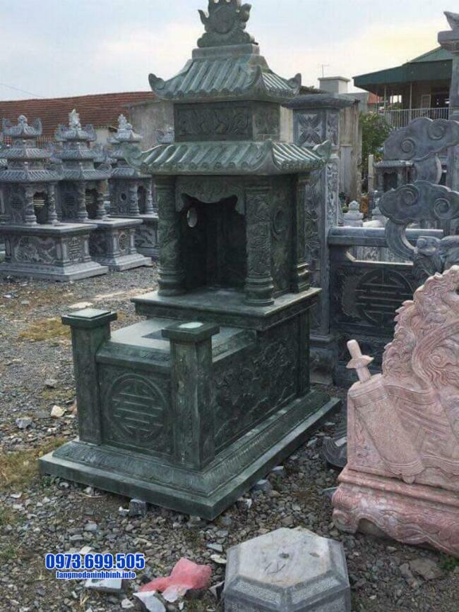 mộ được làm từ đá xanh rêu