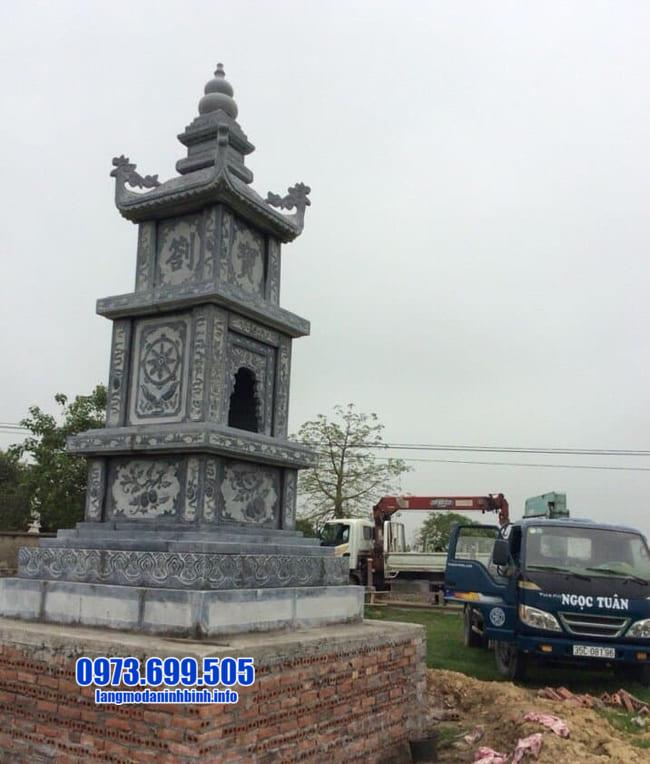 Mộ hình tháp phật giáo bằng đá tại An Giang